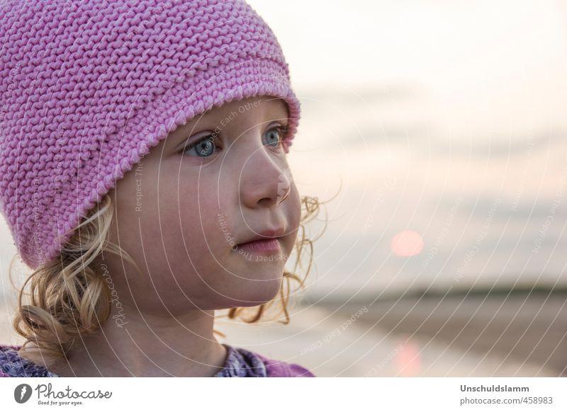 Ohne Märchen geht die Mimi nie ins Bett! Mensch Kind Ferien & Urlaub & Reisen Sommer Erholung Mädchen Strand Gesicht Umwelt Leben Gefühle Glück Denken träumen