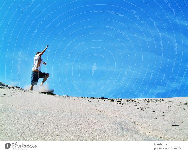 Sprung Mensch Himmel Mann Ferien & Urlaub & Reisen Sonne Sommer Strand Wolken Spielen Sand springen
