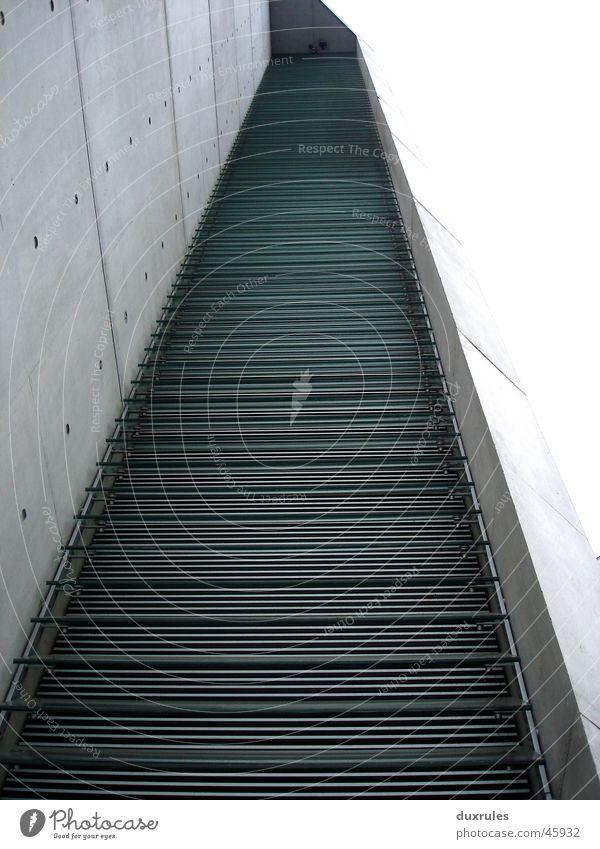 Der Weg zur Schwampel Himmel Haus Fenster grau Wege & Pfade Arbeit & Erwerbstätigkeit Glas Beton modern Treppe Fensterscheibe Spree Bundeskanzler Amt