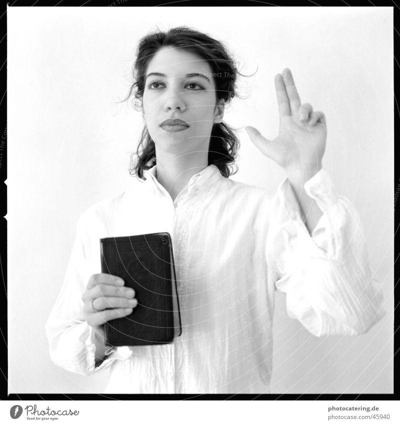 glauben Frau Religion & Glaube fest Christentum Treue Bibel schwören