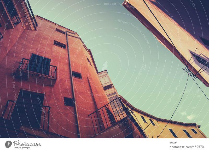 Altstadt Ferien & Urlaub & Reisen Stadt alt rot Haus Fenster Wärme Wand Architektur Fassade Häusliches Leben fantastisch retro historisch Spanien Balkon