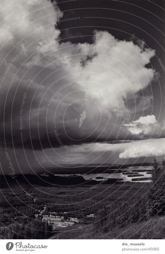 wolkenbruch Wolken See Regen Landschaft Schwarzweißfoto Berge u. Gebirge Himmel