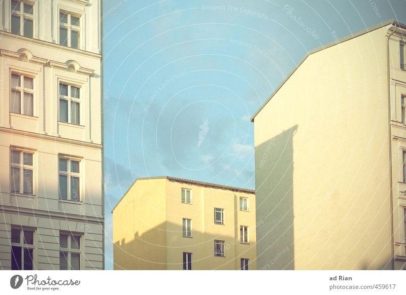 Bionade Bourgeoisie Himmel Wolkenloser Himmel Sonnenlicht Sommer Berlin Prenzlauer Berg Hauptstadt Stadtzentrum Altstadt Skyline Menschenleer Haus Hochhaus