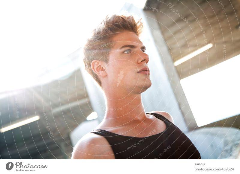 \ maskulin Junger Mann Jugendliche Gesicht 1 Mensch 18-30 Jahre Erwachsene schön Farbfoto Außenaufnahme Tag Licht Sonnenstrahlen Gegenlicht