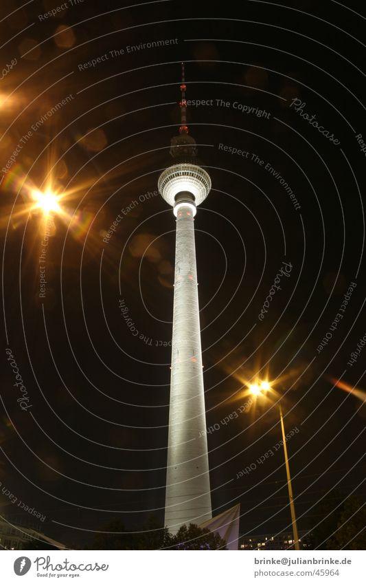 Berlin Berlin Funktechnik dunkel Außenaufnahme Langzeitbelichtung Fernsehen Himmel Licht Turm fernsehn hell julian brinke Deutschland time bulb exposure sky