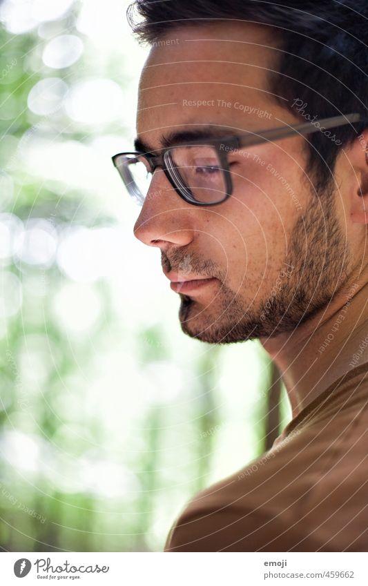 bebrillt maskulin Junger Mann Jugendliche 1 Mensch 18-30 Jahre Erwachsene Brille Dreitagebart schön Farbfoto Außenaufnahme Tag Schwache Tiefenschärfe Profil