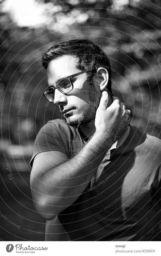forest maskulin Junger Mann Jugendliche Gesicht 1 Mensch 18-30 Jahre Erwachsene Brille schön Schwarzweißfoto Außenaufnahme Tag Licht Schatten Kontrast