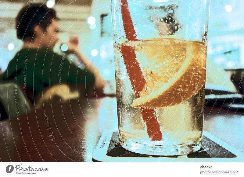 Gin Tonic Wasser Glas Alkohol Getränk Bar Club Cocktail Halm Zitrone Zitrusfrüchte