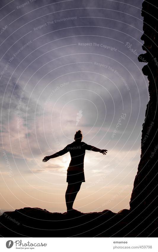 Im Himmel Mensch Frau Ferien & Urlaub & Reisen Sommer Sonne Erholung Freude Wolken Ferne Erwachsene Wärme Gefühle Freiheit Glück Stil