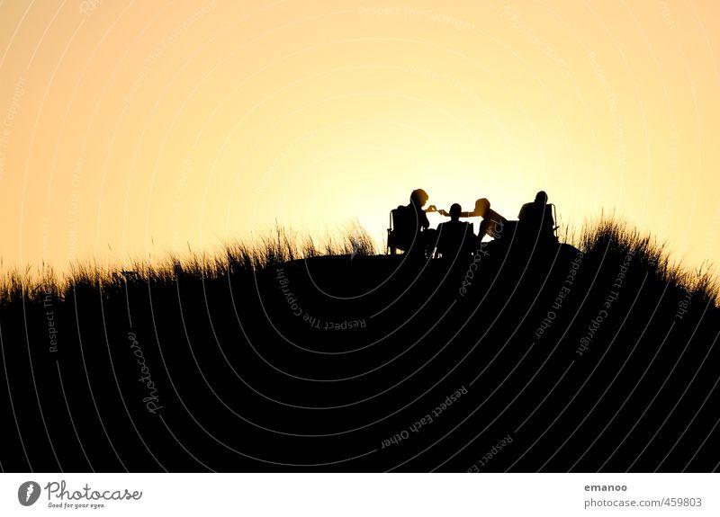 Dünenmenschen Mensch Himmel Jugendliche Ferien & Urlaub & Reisen Sommer Sonne Meer Erholung Freude Strand schwarz Ferne Junger Mann Freiheit Stil Freundschaft