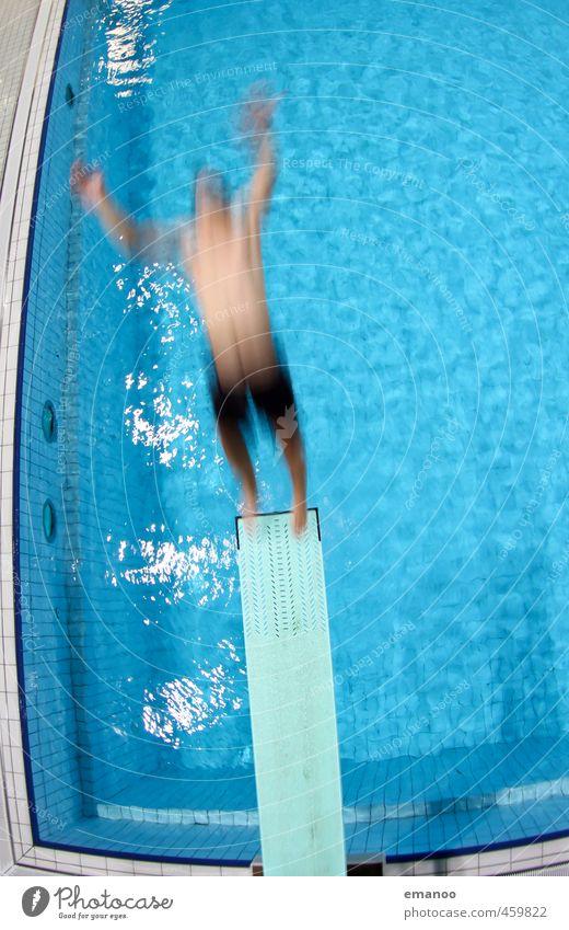 softie Mensch Jugendliche Mann blau Wasser Freude Erwachsene kalt Sport Bewegung Schwimmen & Baden Stil springen fliegen Körper Freizeit & Hobby