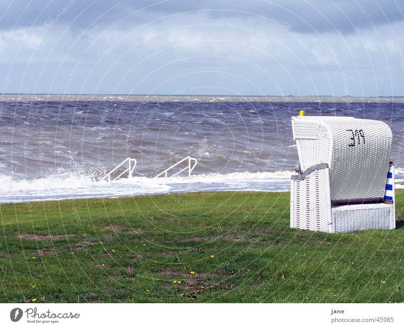 Ruhe und trotzdem Wild Ferien & Urlaub & Reisen Meer Einsamkeit ruhig Wiese Wind Vertrauen Nordsee Sturm Fernweh Strandkorb Schleswig-Holstein Badeort Husum