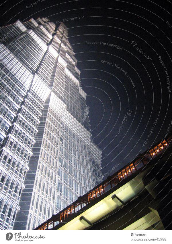 Jin Mao Tower, Shanghai Stadt China Nacht Nachthimmel Pu Dong Jin-Mao-Gebäude Grand Hyatt Hotel Hochhaus Außenaufnahme Scheinwerfer modern beeindurckend