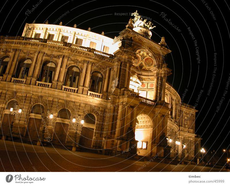 Semperoper Architektur Deutschland Europa Kultur Bildung Dresden Dame Künstler Sachsen Oper Herr Nachtaufnahme Bundesland