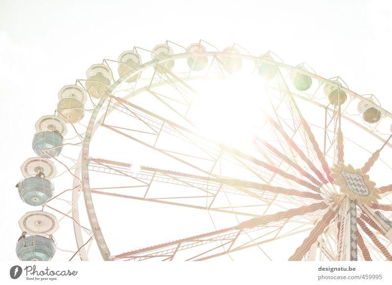Up and Down Ferien & Urlaub & Reisen alt rot Freude gelb Glück außergewöhnlich braun Zusammensein Freizeit & Hobby gold Fröhlichkeit Abenteuer retro rund Lebensfreude