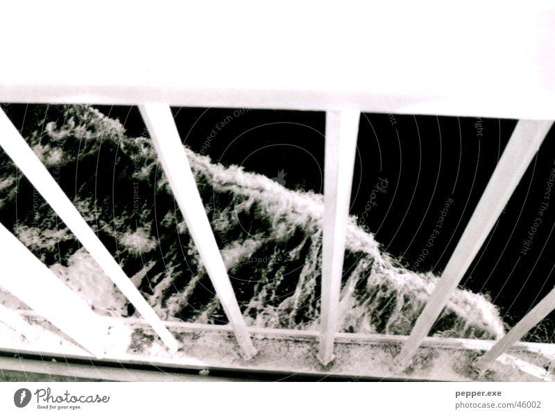 Straße von Messina Meer Wasserfahrzeug Schaum Gitter Reling Fähre Sizilien Meerwasser Wind Fischer Geländer schiffen meereswasser Kontrast mare Traurigkeit
