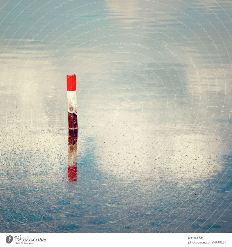 wegweiser Natur Landschaft Urelemente Wasser Himmel Wolken Wetter Küste Fjord Holz Zeichen Schilder & Markierungen einfach nass stark blau rot Pfosten rot-weiß