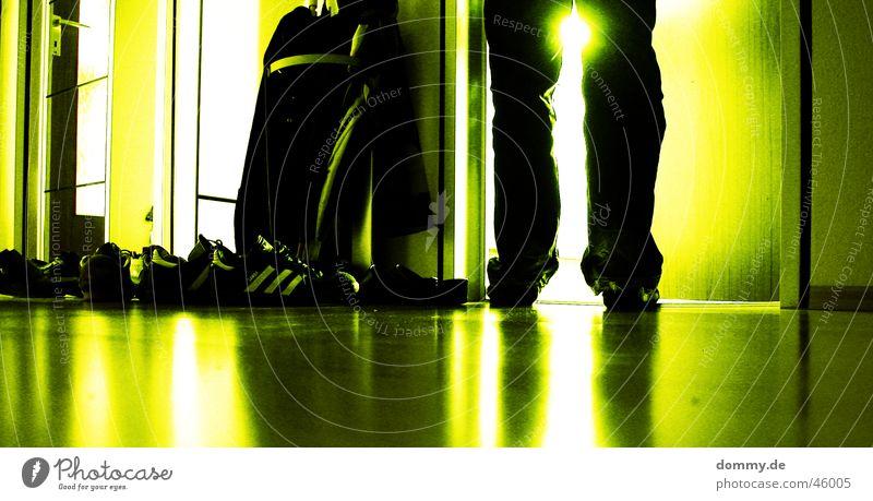das Licht Mann Sonne grün Stil Holz Schuhe Glas Tür stehen Bodenbelag Flur Laminat