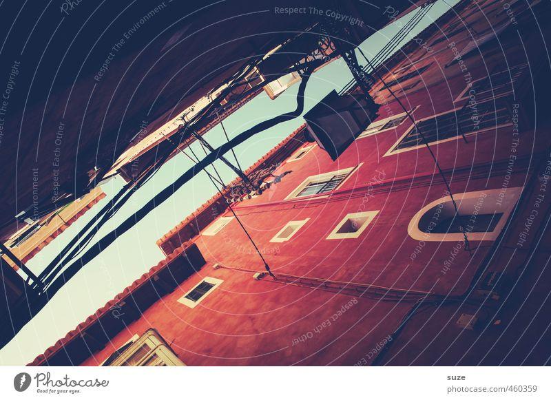 Das rote Haus Ferien & Urlaub & Reisen Stadt Fenster Wärme Wand Architektur Gebäude Fassade Häusliches Leben Tourismus historisch Spanien Laterne Gasse