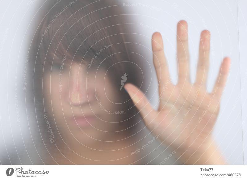 Leben mit Nebel Mensch Junge Frau Jugendliche Erwachsene 1 18-30 Jahre Gefühle Stimmung Traurigkeit Sorge Trauer Müdigkeit Gedeckte Farben Innenaufnahme