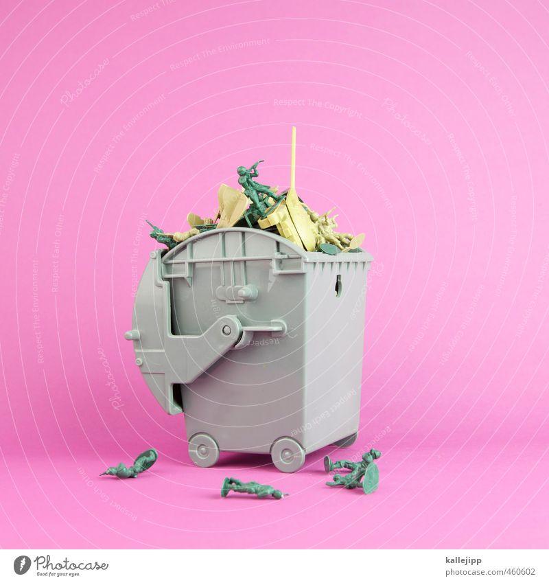 wargames Menschenmenge Kreativität Krieg Krise Kultur Kunst Tod Müll Recycling Soldat Soldatenfriedhof Panzer Spielzeug Statue kriegsspielzeug Armee
