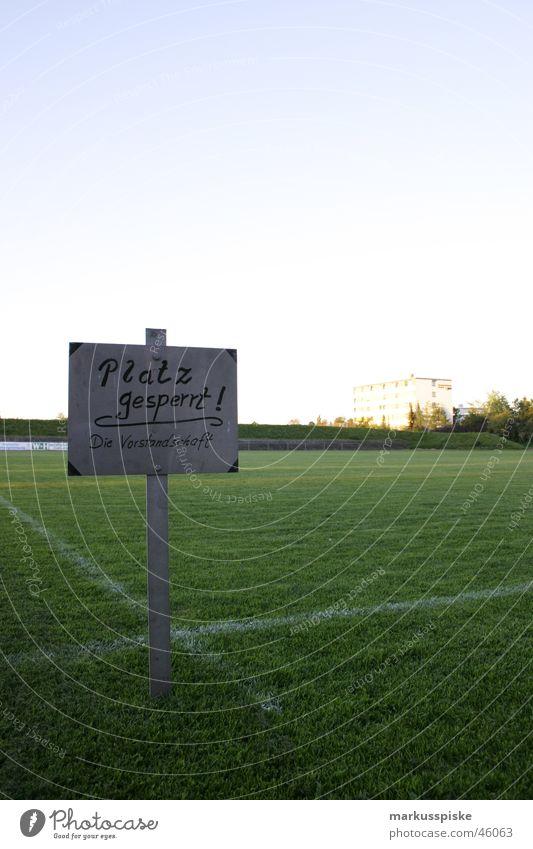 platz gesperrt - die vorstandschaft Linie Fußball Feld Platz Rasen Netz Tor Spielfeld Weltmeisterschaft 2006 UEFA Cup Hauptplatz