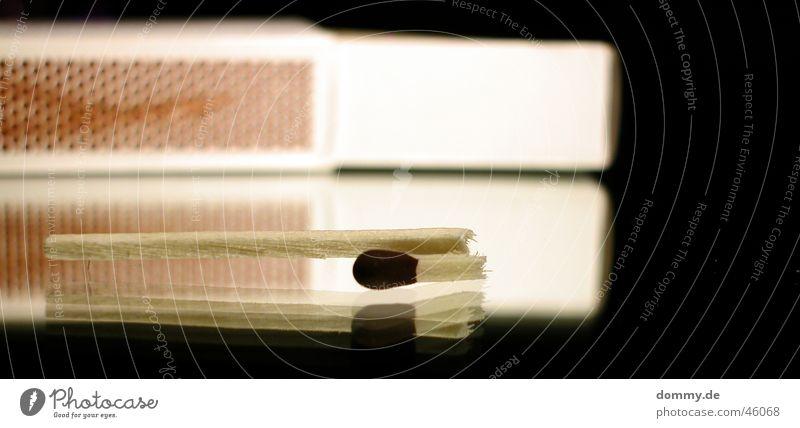 oh nein kaputt letzte Streichholz Holz gebrochen Strukturen & Formen Schachtel schwarz Reflexion & Spiegelung zündkopf Reibung Glas