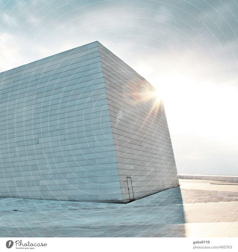 Q Kunst kalt Design Architektur weiß grau blau hell-blau Mauer Wand Gebäude Quadrat Linie Wolken Sonne Gegenlicht Blendenfleck Tür Eingangstür Ausgang