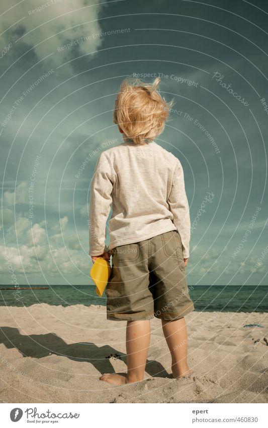 Der kleine Mann und das alte Meer Mensch Kind Ferien & Urlaub & Reisen Sommer Strand Ferne Spielen Freiheit träumen Horizont Freizeit & Hobby Kindheit