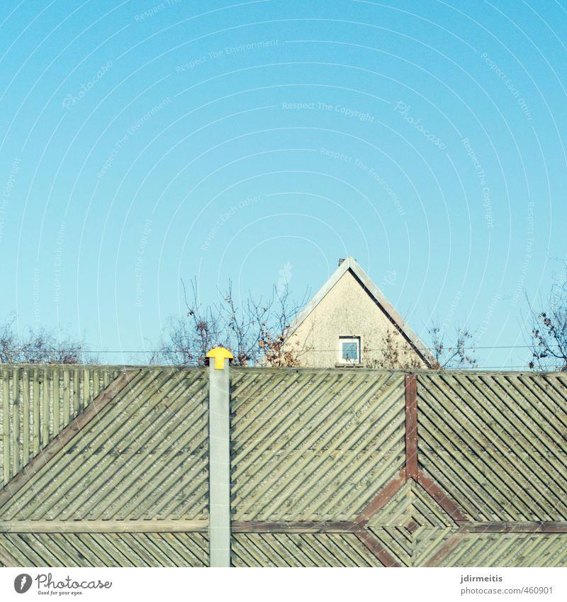 Schallschutzwand Stadt Pflanze Baum Haus Fenster Wand Mauer Garten Fassade Wohnung Häusliches Leben Verkehr Sträucher Dach Verkehrswege Autobahn