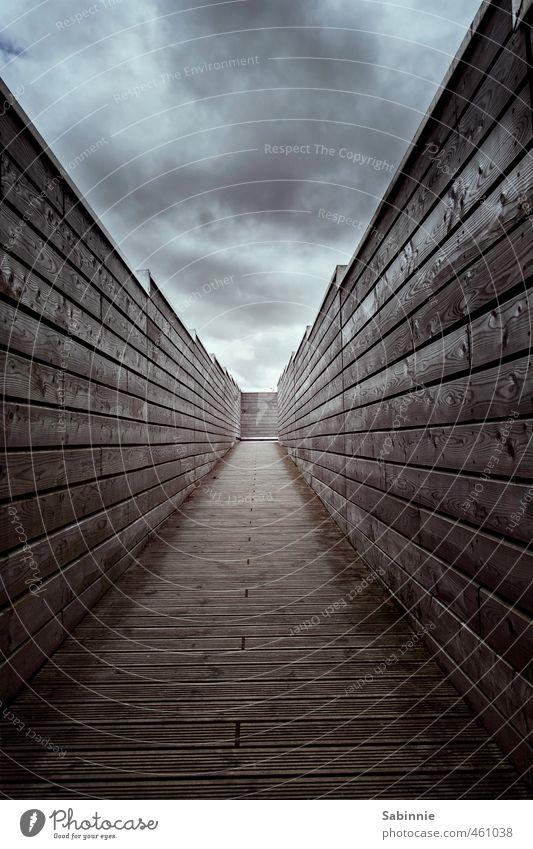 Mauer | (K)ein Licht am Ende des Tunnels. Himmel Wolken schlechtes Wetter Bauwerk Architektur Wand Dach trist Verzweiflung Surrealismus Unendlichkeit