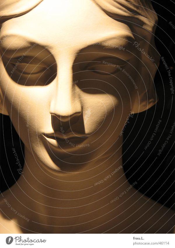 Madonna Schaufensterpuppe Nacht Scheitel Optiker Frau Porträt feminin schön Stil klassisch Anmut Sechziger Jahre Dinge Dekoration & Verzierung Schatten Gesicht