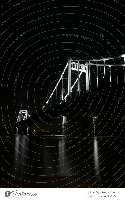 Rheinbruecke Krefeld Uerdingen Nacht Licht dunkel Langzeitbelichtung Beton grau Stahl Heimat Verkehr rheinbruecke hell Fluss Wasser Seil julian brinke time bulb