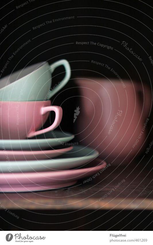 mint-rosa Geschirr Tasse Küchenschrank gemischt Schneidebrett Teetasse Farbfoto Innenaufnahme Textfreiraum oben