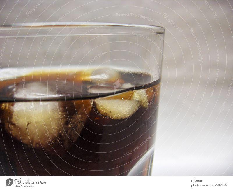 Cool Coke Cola Eiswürfel Erfrischung trinken Getränk Schnellzug Glas Durst
