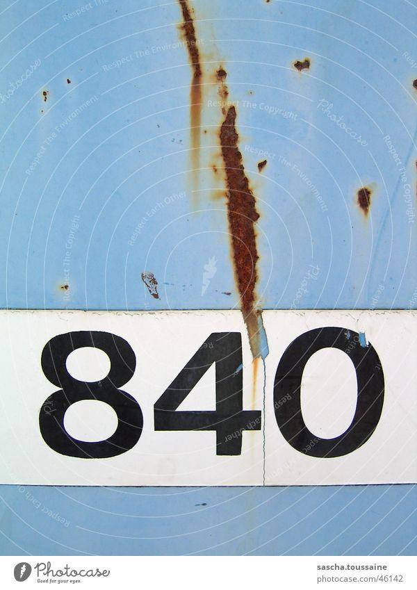 Die 840 und Rost... Ziffern & Zahlen leer weiß schwarz numbers eight four zero blau blue white black