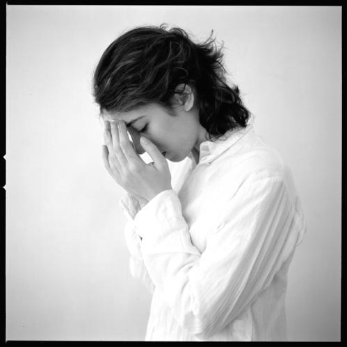 schuld Frau Hand Denken Religion & Glaube fest Meditation Gedanke Christentum Treue Sünde schuldig