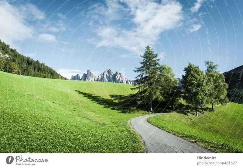 Hinter den sieben Bergen Ferien & Urlaub & Reisen Berge u. Gebirge wandern Himmel Wolken Schönes Wetter Baum Gras Wiese Wald Hügel Felsen Alpen Gipfel Straße