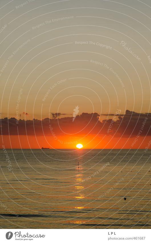 Containerschiff beim Sonnenuntergang : Memel / Klaipeda / Ostsee Verkehrsmittel Schifffahrt An Bord Verschwiegenheit Warmherzigkeit Vorsicht Gelassenheit