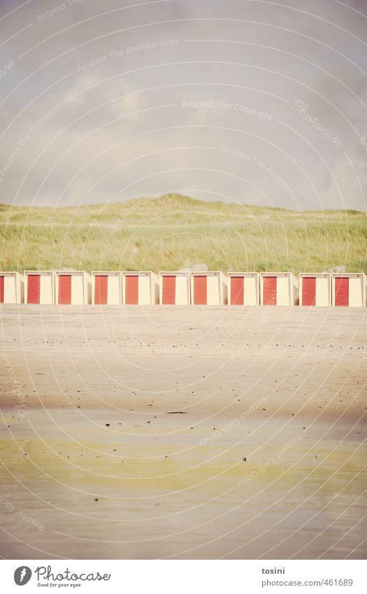 am Strand Pflanze Sand Wasser Wolken grün Stranddüne Strandkorb Himmel Meer Sandstrand geteilt Linie Ordnung Reihe Ferien & Urlaub & Reisen Farbfoto