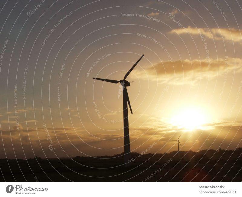 Gerda Windkraftanlage Energiewirtschaft Erneuerbare Energie Elektrizität Sonnenaufgang Sonnenstrahlen Wolken Propeller Horizont regenerativ Industrie Himmel