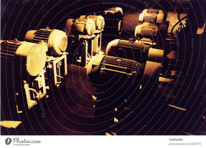 Motorenansammlung Kraft Industriefotografie Handwerk