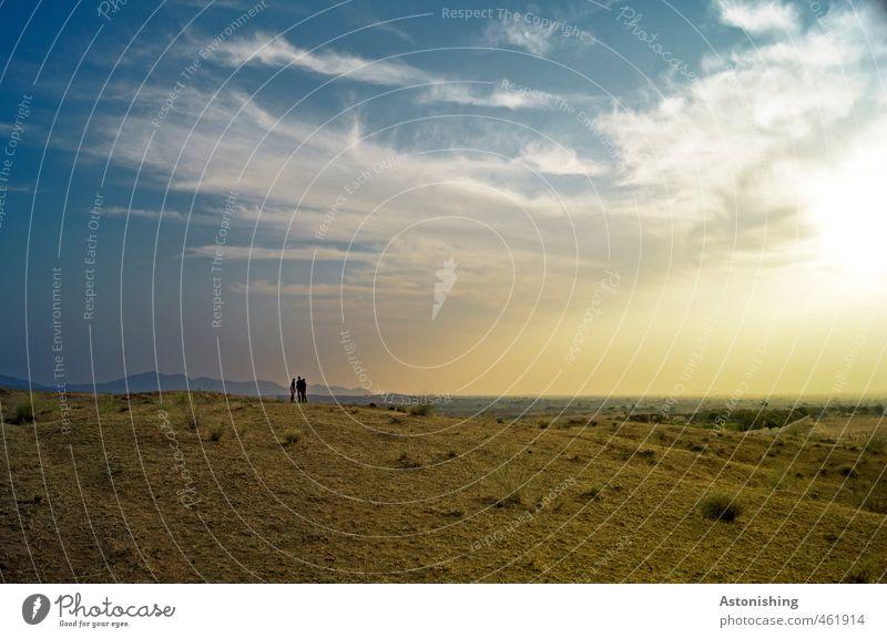 Weite (mit 3 Menschen) Himmel Natur blau weiß Pflanze Sonne Landschaft Wolken Ferne gelb Umwelt Berge u. Gebirge Wärme Gras Frühling