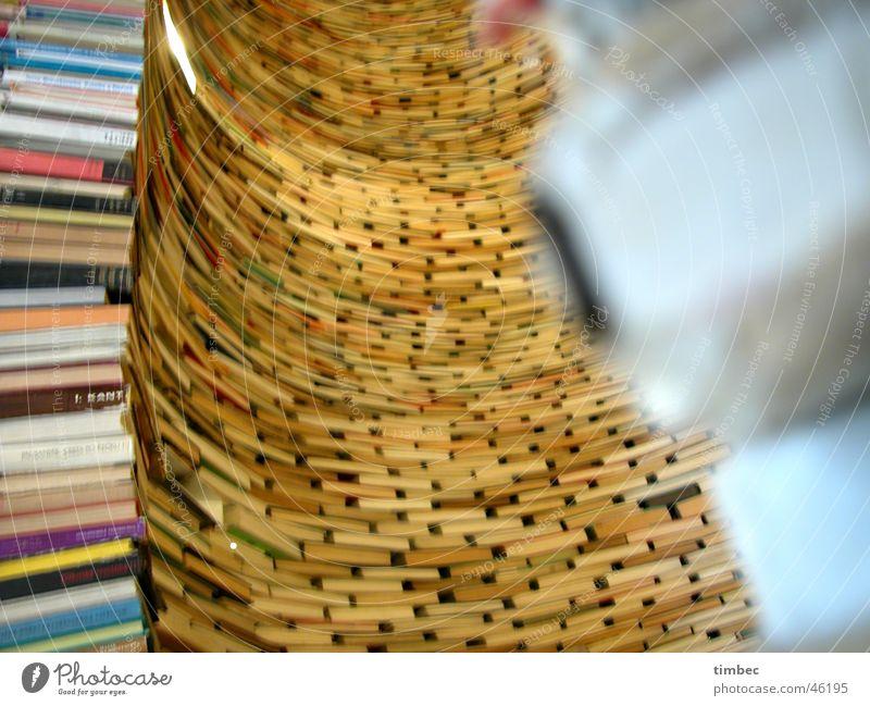 Bücherturm Erholung Buch Perspektive lesen mehrere rund Bildung Unschärfe viele Sammlung Printmedien Bogen Bibliothek dramatisch Prag Literatur