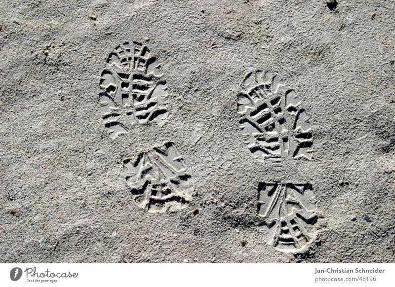 Mann auf dem Mond Strand Ferien & Urlaub & Reisen Fuß Sand Fußspur Staub