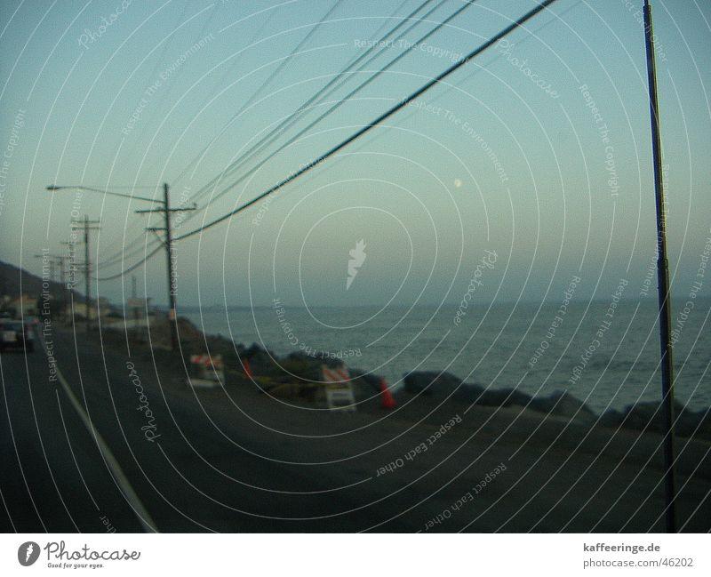 Highway No1 Meer Kalifornien kalt frisch Stimmung Strand Sonnenuntergang Telefonmast ruhig Pazifik Los Angeles abendlich Straße Linie Wasser Himmel blau