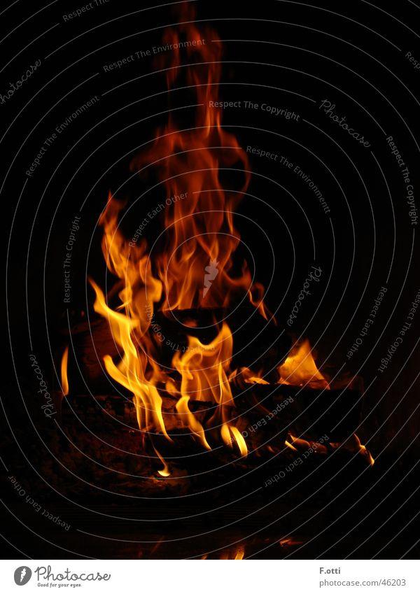 Füür heiß dunkel Langzeitbelichtung Brand lammen flakern
