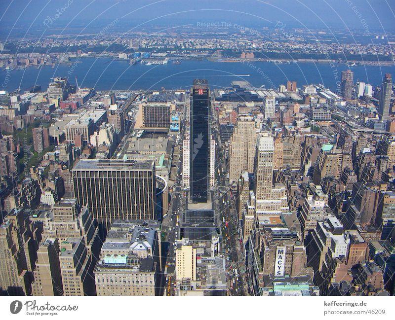 Blick vom Empire State Building Straße Gebäude Beton groß Hochhaus Verkehr hoch USA Fluss Aussicht Amerika New York City Manhattan Hudson River New Jersey