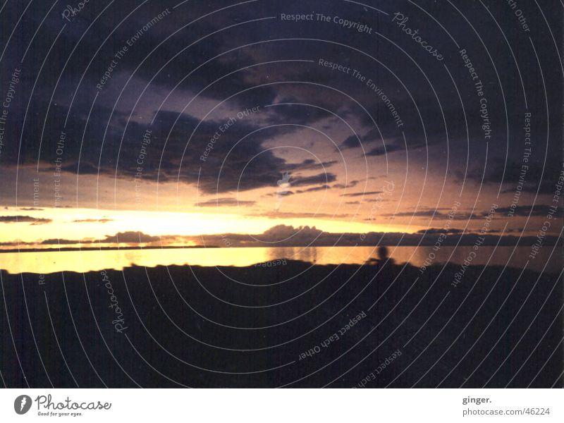 Entering the Twilight Zone Himmel Wasser schön Meer Wolken Ferne dunkel See hell Seeufer Abenddämmerung diffus Wolkenhimmel Wasserspiegelung