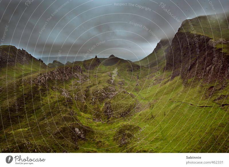 [Skye 12] Quiraing II Umwelt Natur Urelemente Erde Himmel Wolken Sommer schlechtes Wetter Sturm Nebel Pflanze Gras Berge u. Gebirge Gipfel Meer Isle of Skye